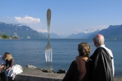 spooning-by-a-fork-in-lake-geneva-montreux