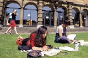students-study-in-the-sun-008